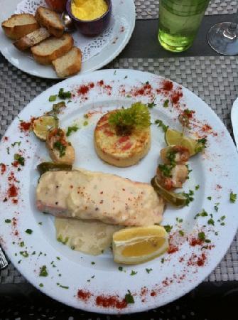 La Pignatelle : Délice de noix de st jacques, saumon frais, sauce légère au muscadet.