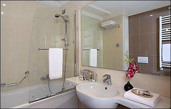 Valley Stars Inn: new bathroom