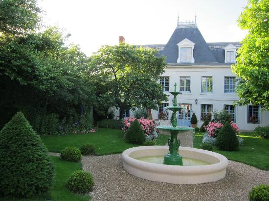 Le Vieux Manoir: View from Entrance