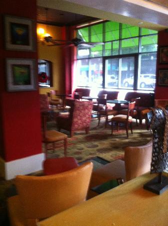 The Hotel Highland Downtown UAB: Lobby Bar