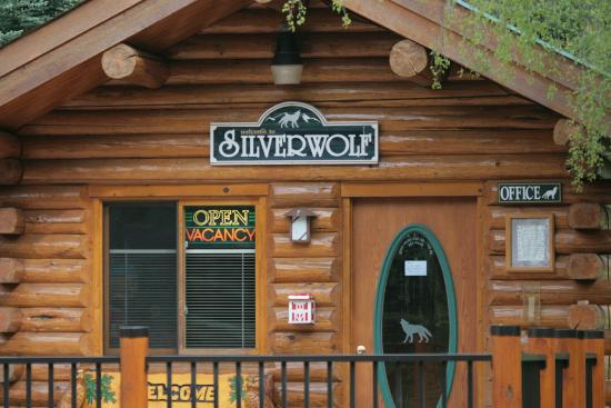 Silverwolf Log Chalet Resort: Recepção