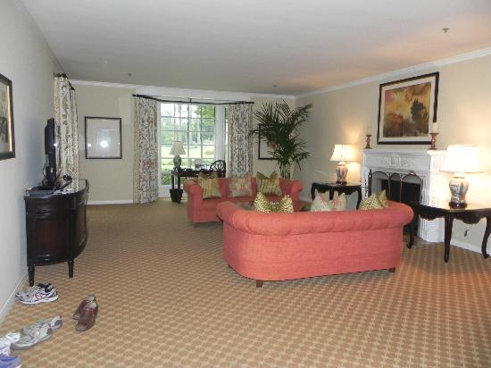 The Langham Huntington, Pasadena, Los Angeles: The living room was much larger than I expected.