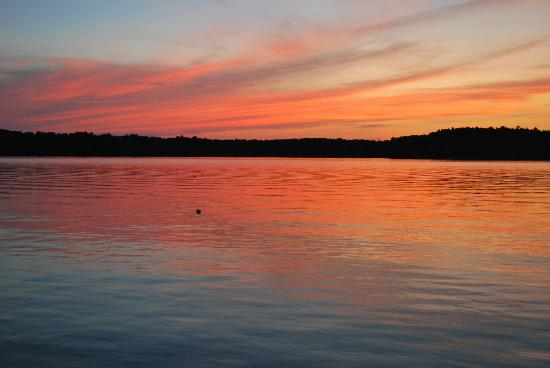Whitehaven Bed and Breakfast: Beautiful sunset - Whitefish Lake