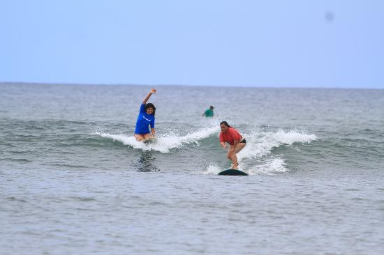 Blue Rush Surf School: Having fun with Stephanie