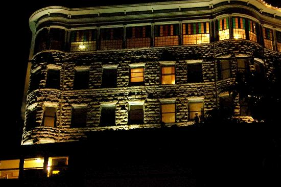 1905 Basin Park Hotel: basin at night