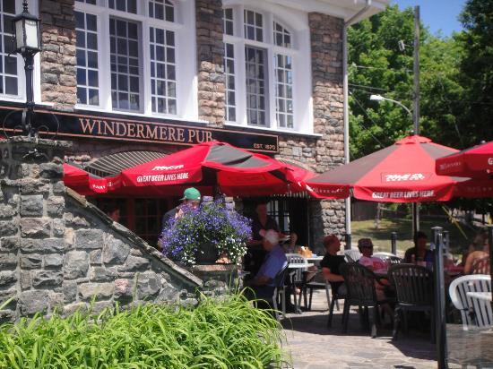 Windermere House Resort & Hotel: Windermere Pub Outdoors