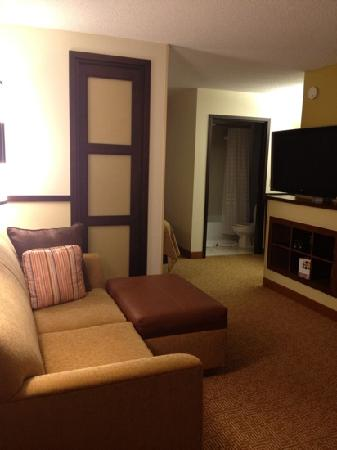 ‪‪Hyatt Place Minneapolis Airport - South‬: living area