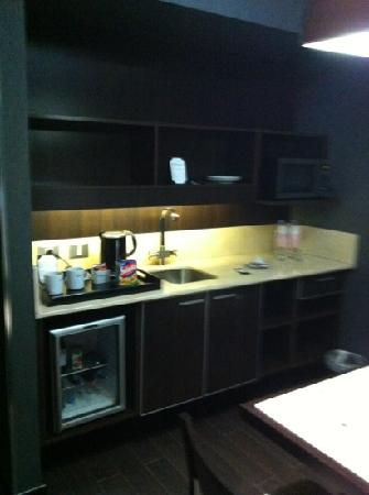 Lennox Hotel Buenos Aires: kitchenette part of room