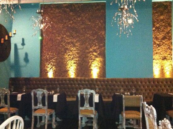 Uchu Peruvian Steakhouse: Main dining room