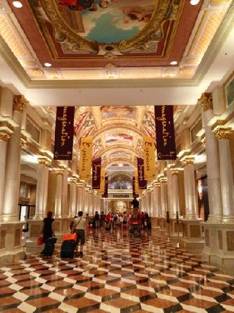 The Venetian Las Vegas: The lobby in The Venetian beautiful, just beautiful!