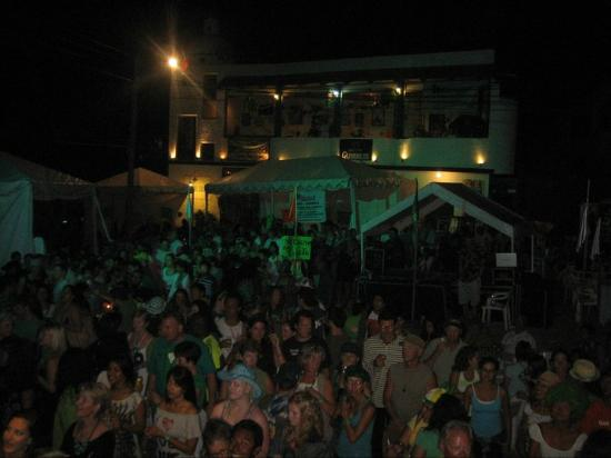 Shamrock Irish Pub & Lounge : St Patric's around 3 000 people