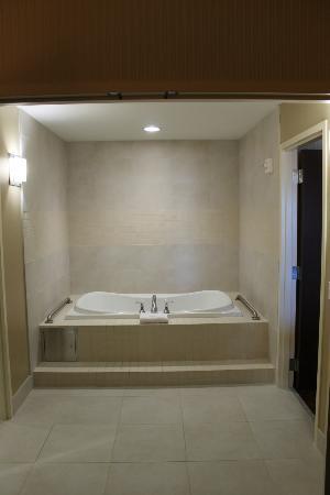 St. Croix Casino Danbury: High Roller Suite. Bathtub/Whirlpool