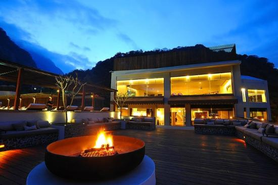 Silks Place Taroko: Rooftop Fireplace