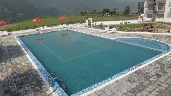 Waterfront Resort Hotel: Swimming Pool