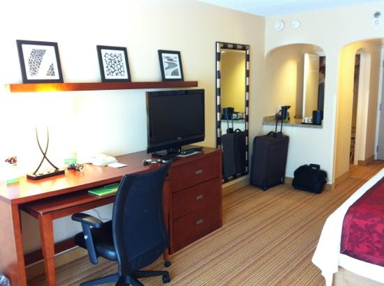 Courtyard Rochester East/Penfield: flat screen and free wifi