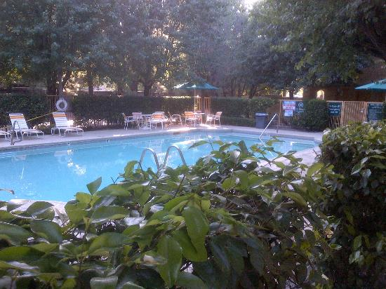 La Quinta Inn Stockton: view of pool in May