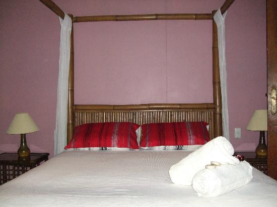 Grey Gum Lodge: room 3