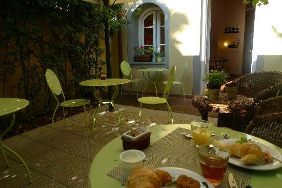 Il Seminario Bed & Breakfast: Enjoying breakfast in the garden