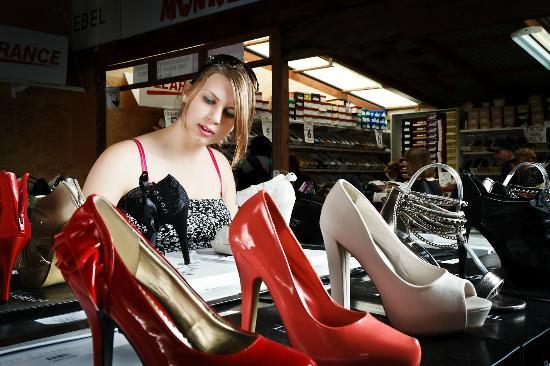 Carrara Markets: Over 100 fashion outlets
