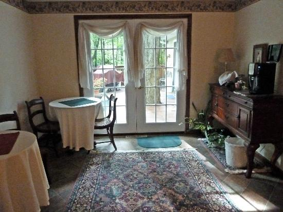 Stonewall Bed and Breakfast: Dining Room