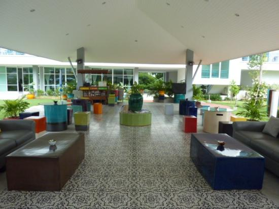 Cera Resort Chaam: lobby