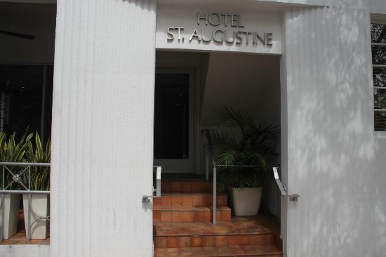 Hotel St. Augustine: entrance