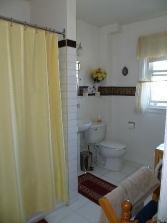 Kaylee's Bed and Breakfast: bathroom