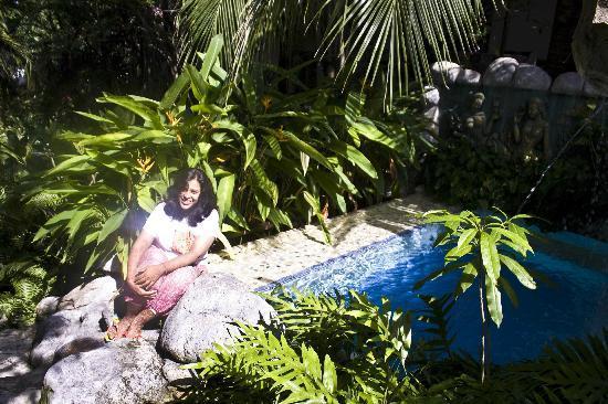 Salad Beach Resort: small pound in the garden