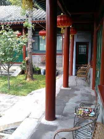 Beijing Sihe Courtyard Hotel: the passage in the yard