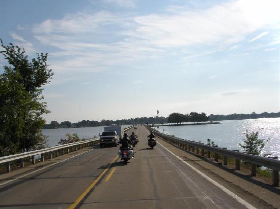 Savanna, IL: Riding the River Road