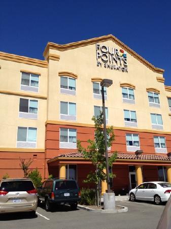 فور بوينتس باي شيراتون ساكرامينتو: hotel back 