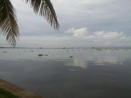 Kayaloram Heritage Lake Resort: outside area