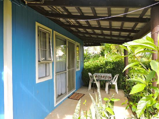 The Friendly Islander Hotel: The front porch of my bungalow