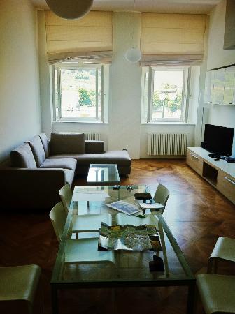 Bohemia Apartments Prague Old Town: Séjour spacieux