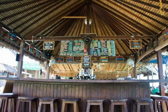 Tir Na Nog Gili Trawangan Accommodation: Area Bar