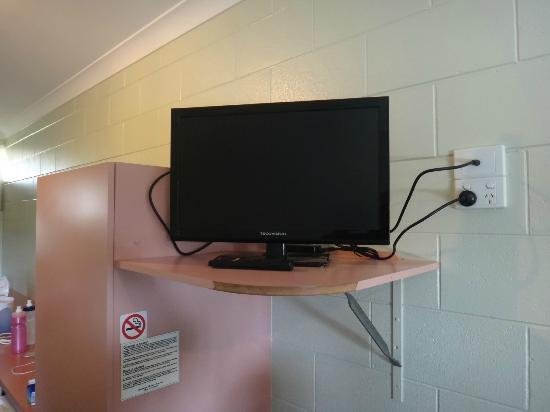 Yungaburra Park Motel: Small LED TV