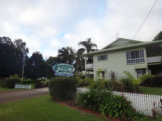 Yungaburra Park Motel: Exterior of Motel