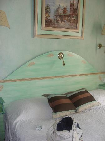 Hotel Jacques de Molay: Hotel room