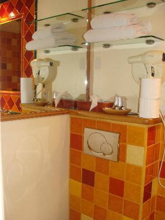 Hotel Jacques de Molay: Bathroom