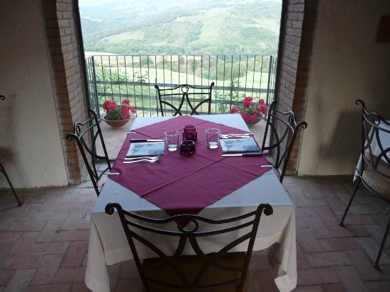 Podere del Vescovo: Restaurant mit 'Panoramafenster
