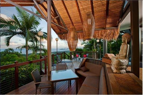 Sapphire Ridge: The stunning deck with views of the Coral Sea