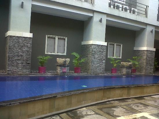 لايف ستايل إكسبريس هوتل دينباسار: The pool 