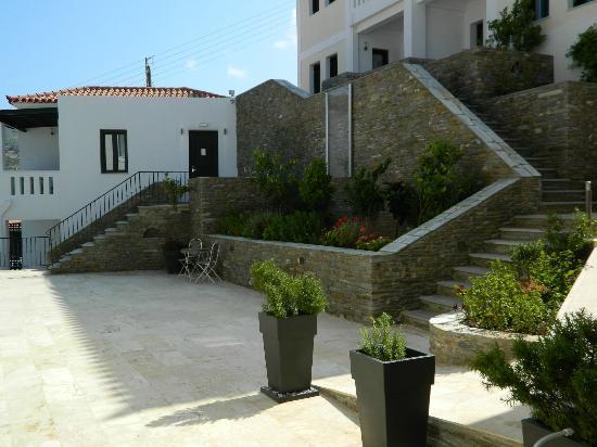 Krinos Suites Hotel: il cortile interno