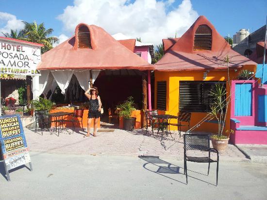 Posada Amor: L'hôtel est bien plus sympa avec couleurs et rideaux