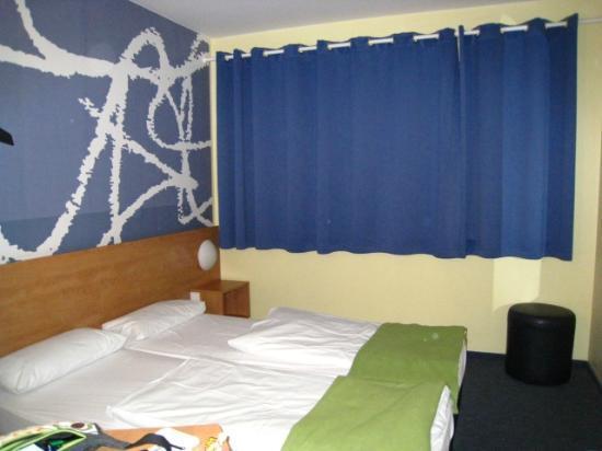 B&B Hotel Frankfurt-Hahn Airport: habitación