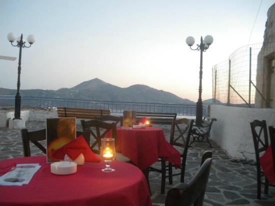 Tripiti, اليونان: We are only one in Milos who have tables in traditional square with sea view