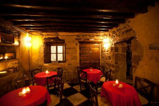 Tripiti, Grecja: very warm and homely atmosphere inside...