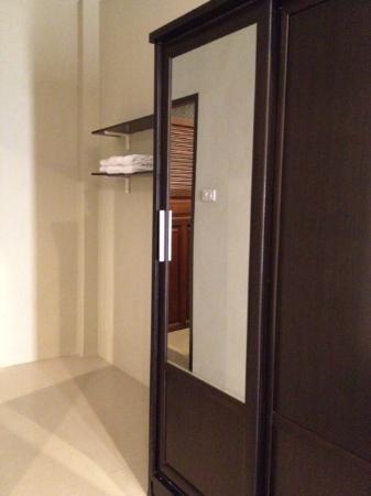 I-House Chiangrai : Cupboard