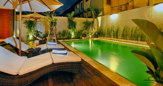 Balcony Living: Pool