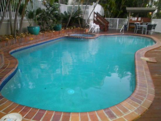Surfers Del Rey Apartments: heated pool and spa